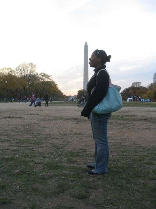 Туристи фотографуються з Монументом Вашингтона (23 фото)