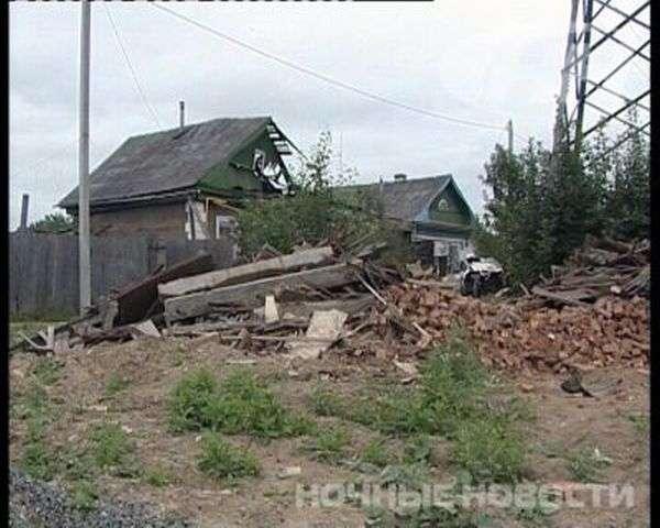 Дівчина-водій приземлилася на дах будинку (7 фото)