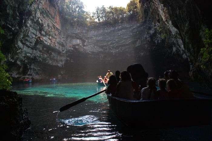 Казкова печера Меліссані в Греції (22 фото)