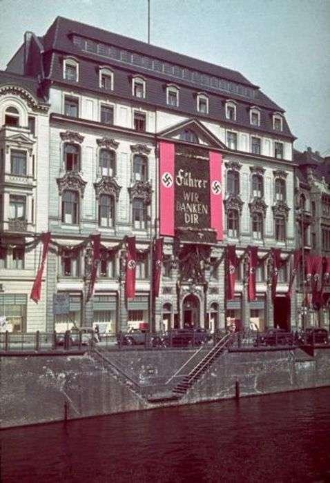 Кольорові архівні знімки з ювілею Гітлера (18 фото)