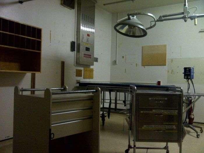 Екскурсія по покинутій психіатричній клініці (51 фото)