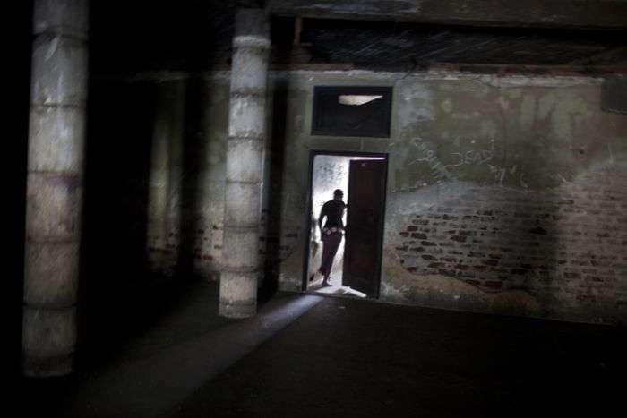Шикарний готель став будинком для бомжів (34 фото)