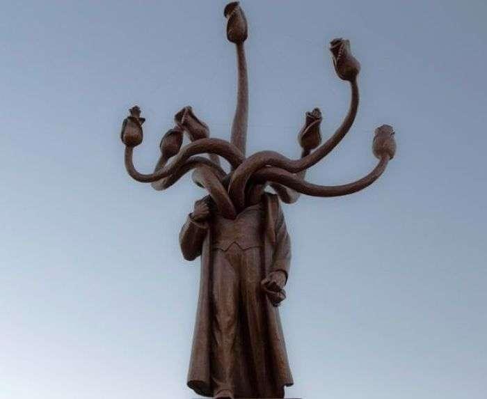 Креативне перевтілення памятника Леніну (2 фото)