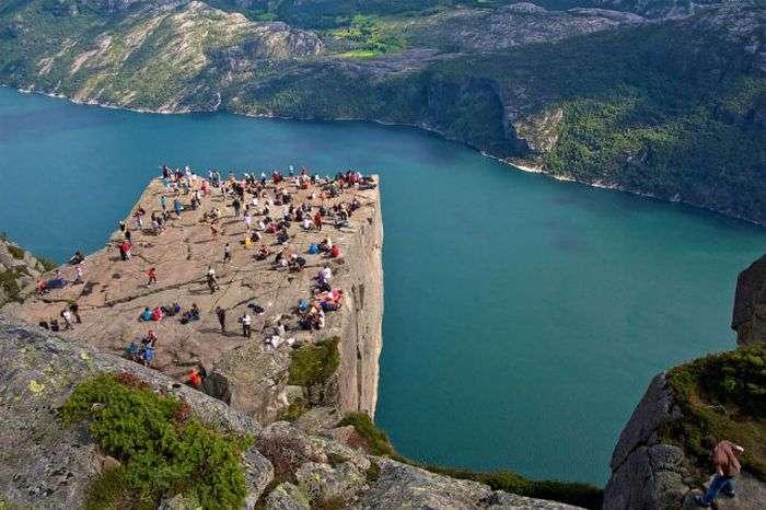 Оглядовий майданчик для тих, хто не боїться висоти (23 фото)