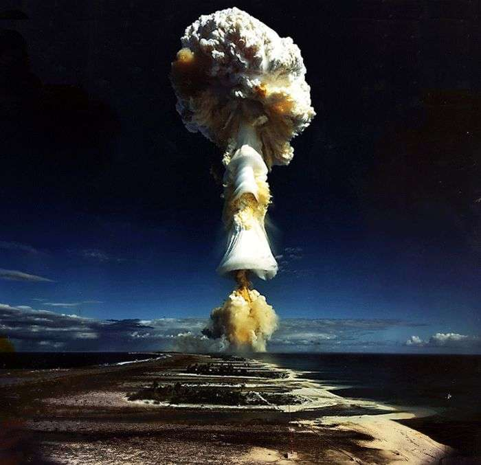 Сила ядерного вибуху (4 фото + 1 гифка)