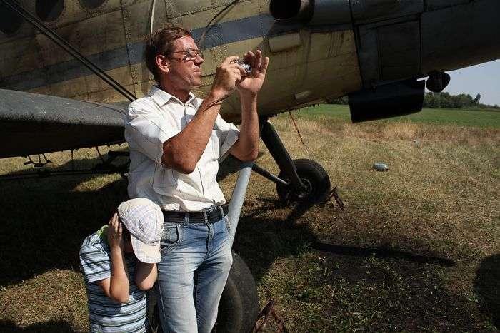 90-річний дідусь стрибнув з парашутом (14 фото)