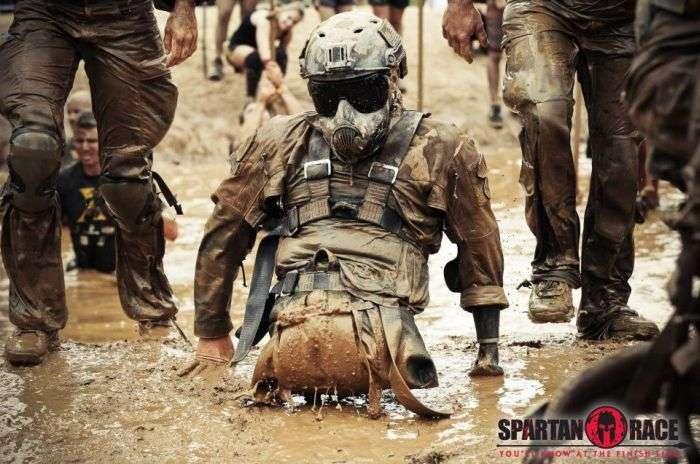 Сильна людина на спартанських гонках (7 фото)