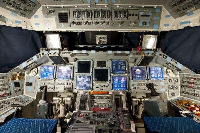 Як влаштована кабіна американських космічних шатлів (35 фото)