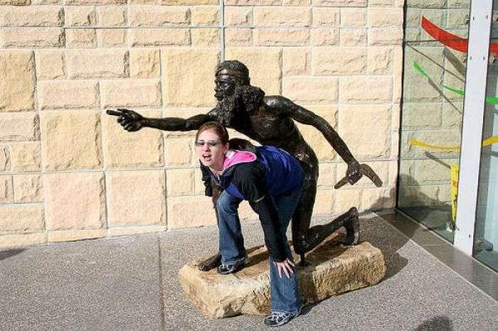 Прикольні фото зі статуями. Частина 2 (73 фото)