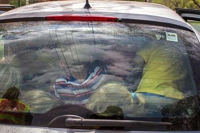 Як посадити в один автомобіль 19 дітей (3 фото)
