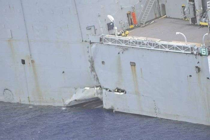 Американський військовий корабель був знищений австралійської підводним човном (32 фото)