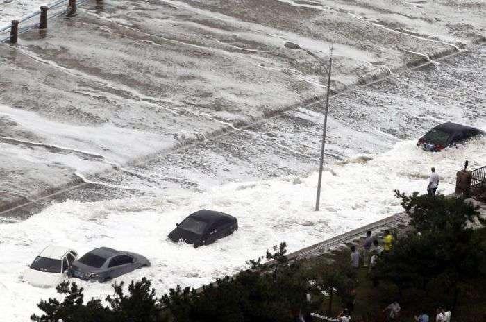 Супертайфун Болавен зруйнував узбережжі Китаю (11 фото)