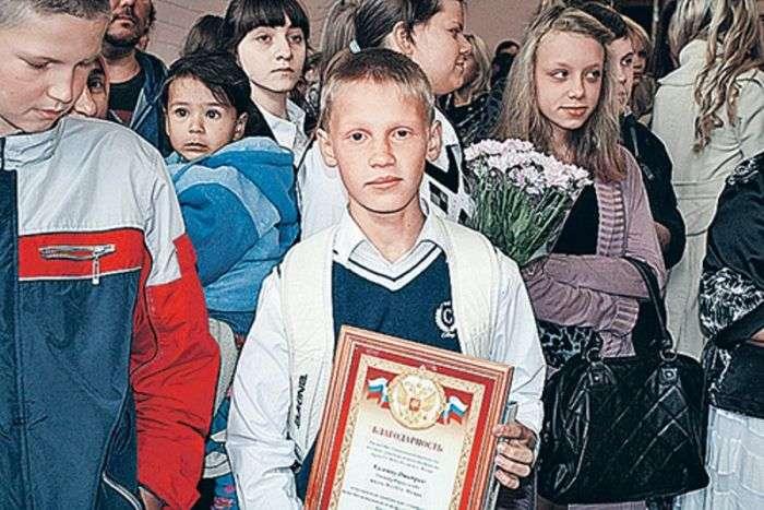 Школярі врятували дівчину від злочинців і повернули їй 980 тис рублів! (3 фото)