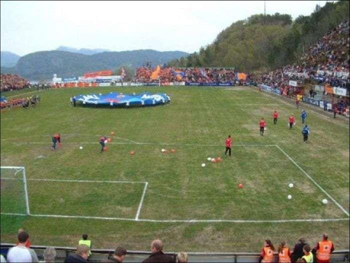 Незвичайні стадіони (28 фото)