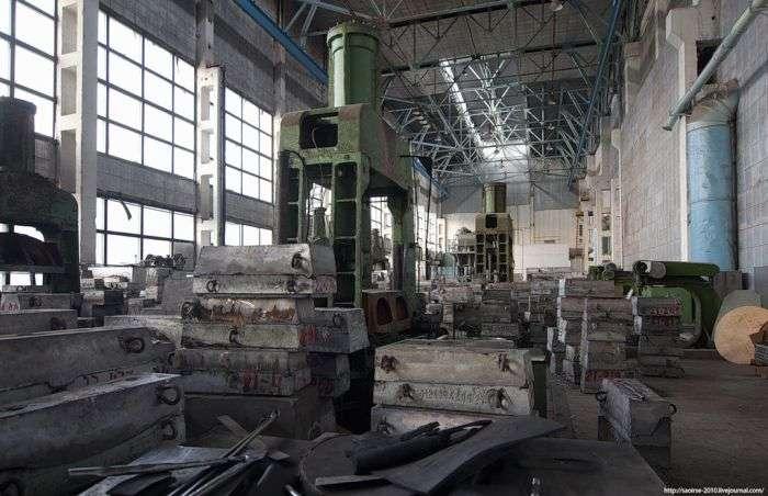 Збанкрутілий заготівельно-штампувальний цех (26 фото)